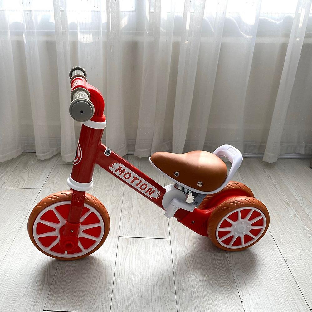 Xe chòi chân Umoo (Motion) có bàn đạp màu đỏ