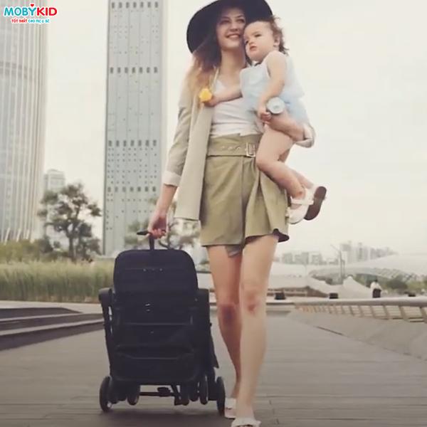 Bất ngờ với những chiếc xe đẩy du lịch cho bé siêu gấp gọn chỉ từ 1 - 5 triệu đồng
