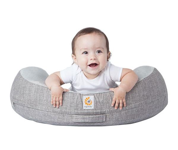 Gối cho bé bú Ergobaby Pillow – Xám