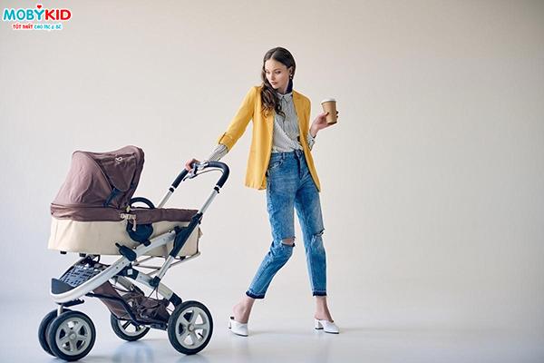 Trẻ em mấy tháng tuổi thì mẹ có thể cho bé ngồi xe đẩy em bé?
