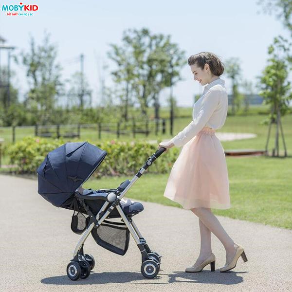 Trẻ em mấy tháng tuổi thì mẹ có thể cho bé ngồi xe đẩy?