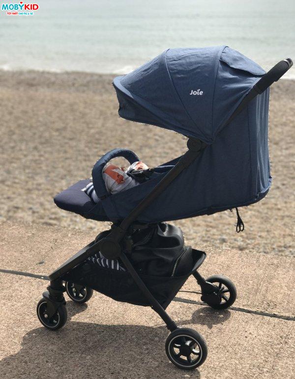 Với xe đẩy gọn nhẹ cho bé đi du lịch - bố mẹ thoải mái cùng bé trong mọi chuyến đi